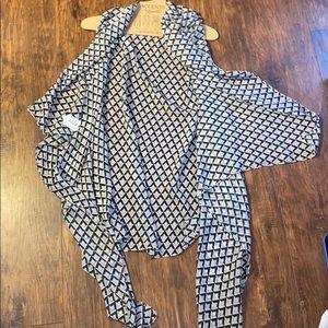 Tops - NWT shawl/top